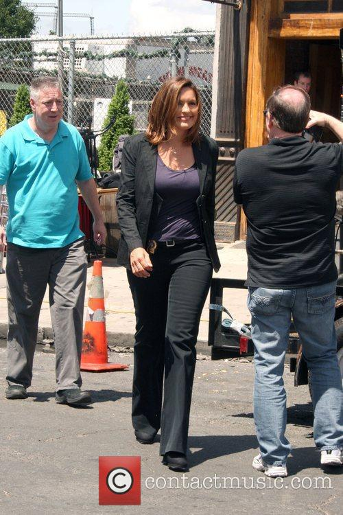 Is photographed on the Manhattan set of 'Law...