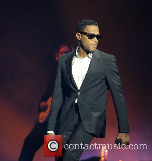 Maxwell Performing His 'blacksummers'night' Tour At The Air Canada Centre 8