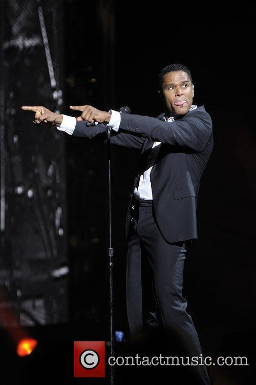 Maxwell performing his 'BLACKsummers'night' Tour at The Air...