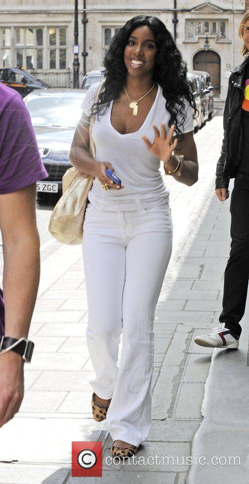 Kelly Rowland, Wearing An All White Ensemble and Arrives At The Mayfair Hotel 5