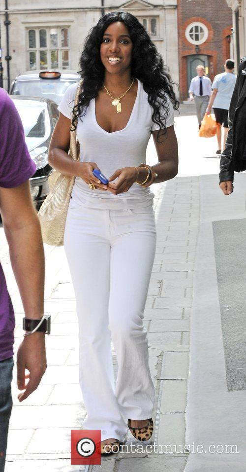 Kelly Rowland, Wearing An All White Ensemble and Arrives At The Mayfair Hotel 6