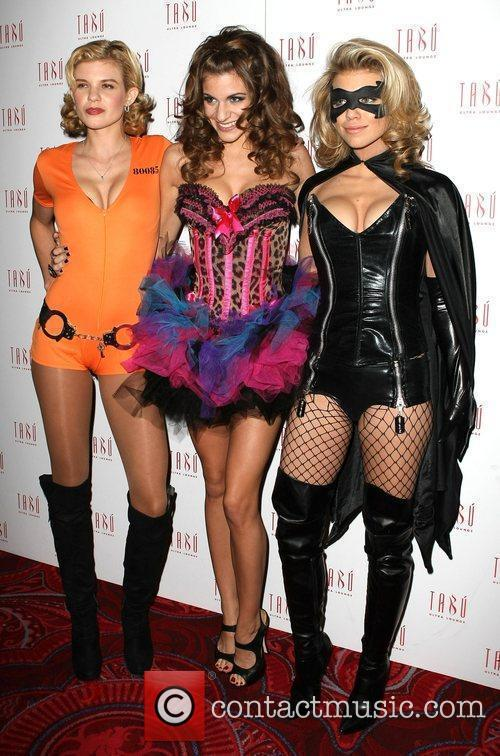 Annalynne McCord holds a party for her sister...