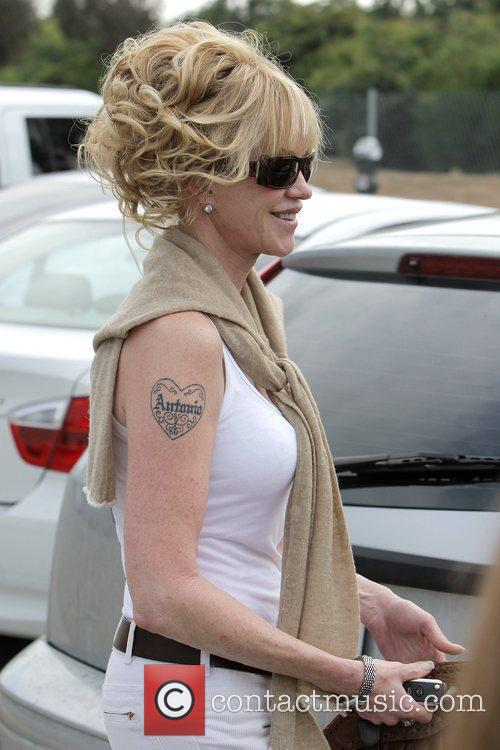 Melanie Griffith and Her Two Daughters Leaving Neil George Salon In Beverly Hills 6