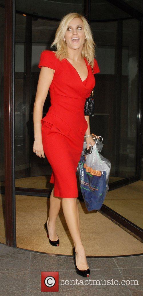 Ashley Roberts Leaving The Metropolitan Hotel 2