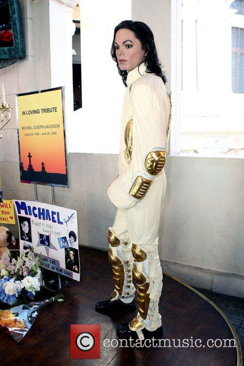 Michael Jackson and Madame Tussauds 12