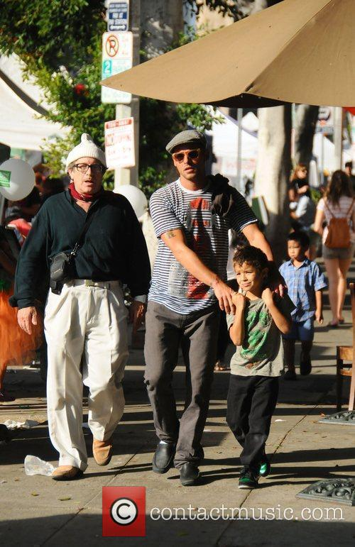 Justin Chambers and his children  at the...