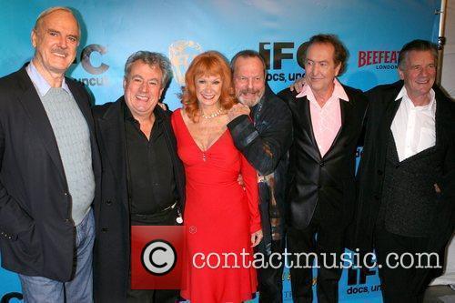 John Cleese, Terry Jones, Carol Cleveland, Terry Gilliam,...