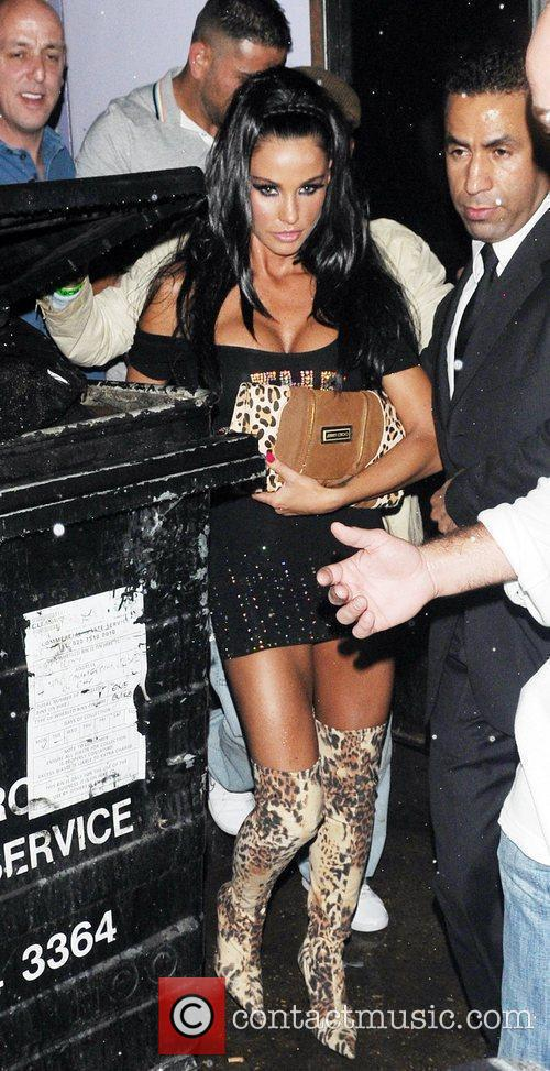 katie price aka jordan leaving movida through the back door where she celebrated her cage fighter boyfriend's victory earlier in the evening. 2580770