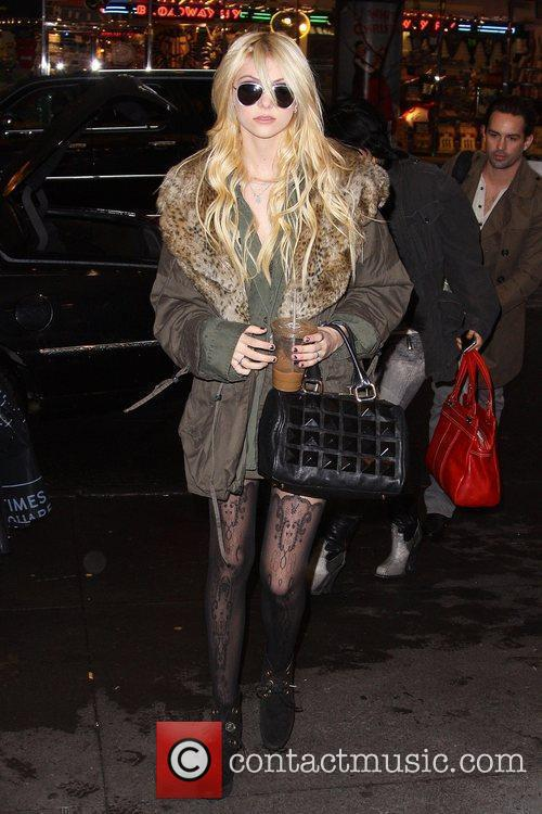 Taylor Momsen and Mtv 5