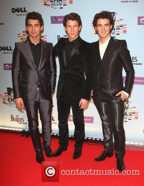 Joe Jonas, Mtv and Mtv european music awards 2