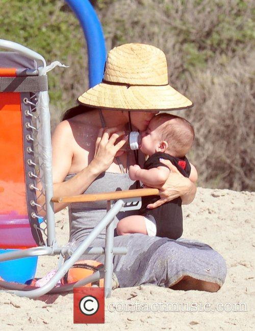 Nadya Suleman Aka Octomom Spent The Afternoon At San Clemente State Beach With Four Of Her Children 7
