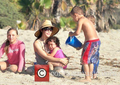 Nadya Suleman Aka Octomom Spent The Afternoon At San Clemente State Beach With Four Of Her Children 3