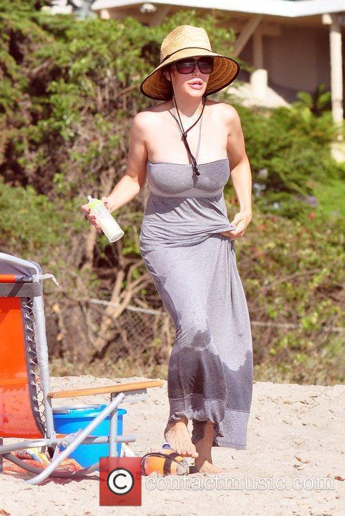 Nadya Suleman Aka Octomom Spent The Afternoon At San Clemente State Beach With Four Of Her Children 11