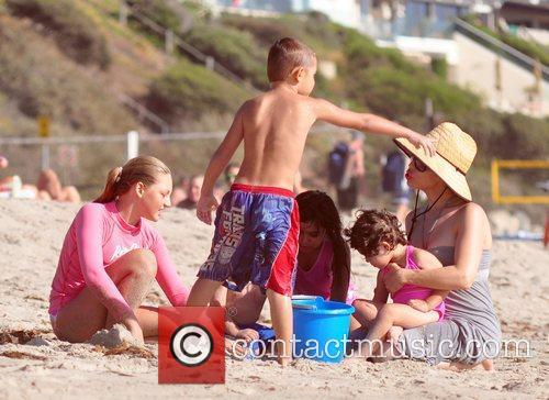 Nadya Suleman Aka Octomom Spent The Afternoon At San Clemente State Beach With Four Of Her Children 8
