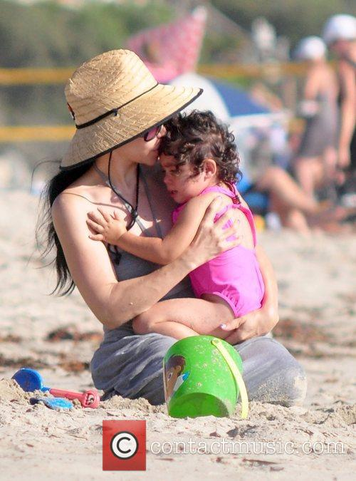 Nadya Suleman Aka Octomom Spent The Afternoon At San Clemente State Beach With Four Of Her Children 10