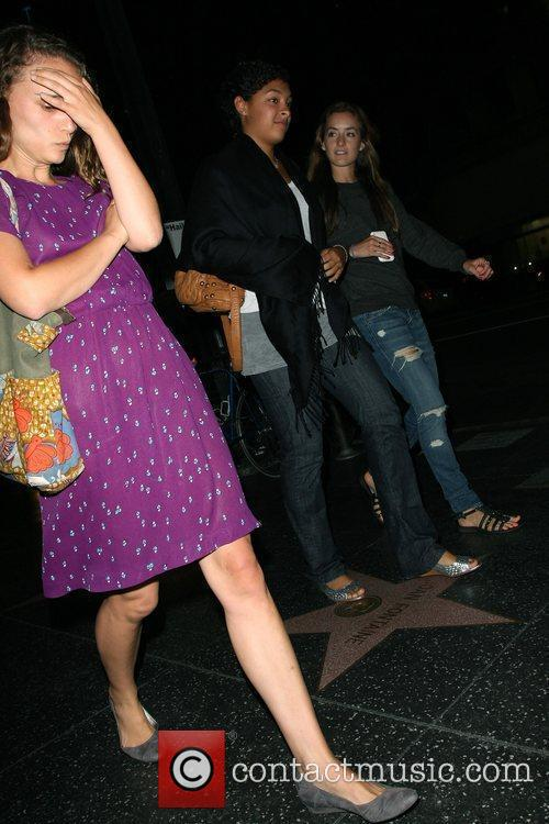 Natalie Portman covers her face to hide from...