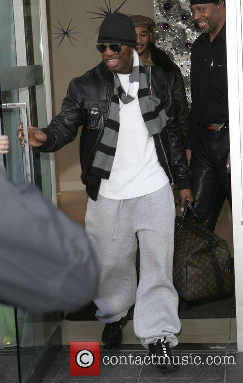 Ne-Yo leaves his London hotel London, England