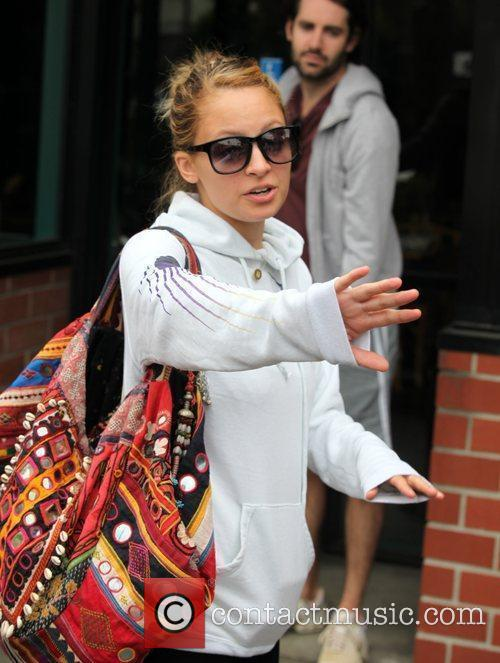 Nicole Richie goes to Jerry's for breakfast with...