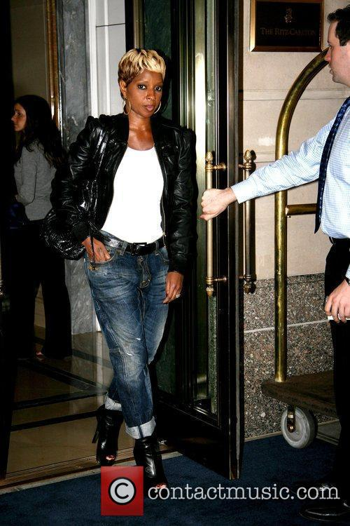 Mary J. Blige leaving her Manhattan hotel while...
