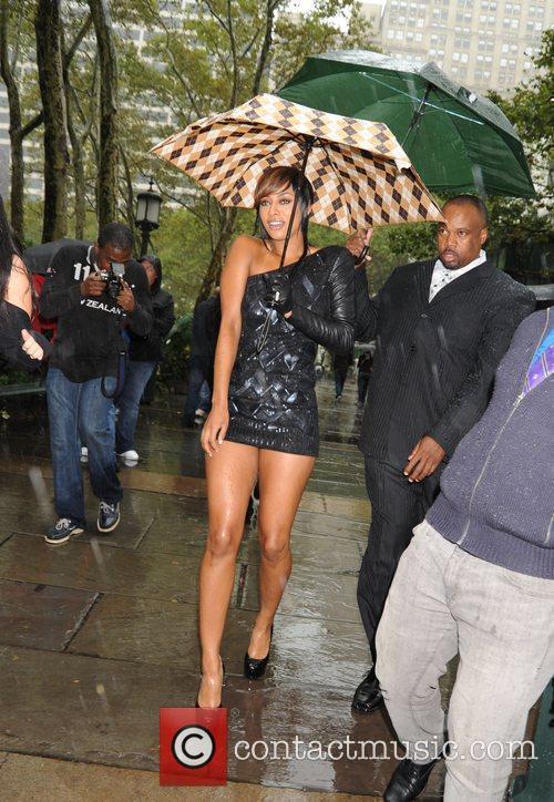 Keri Hilson arriving at Bryant Park Mercedes-Benz IMG...