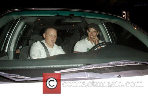 'twilight' hunk kellan lutz leaving the op party at mel's diner on the sunset strip with his visiting relatives from out of town 5321067