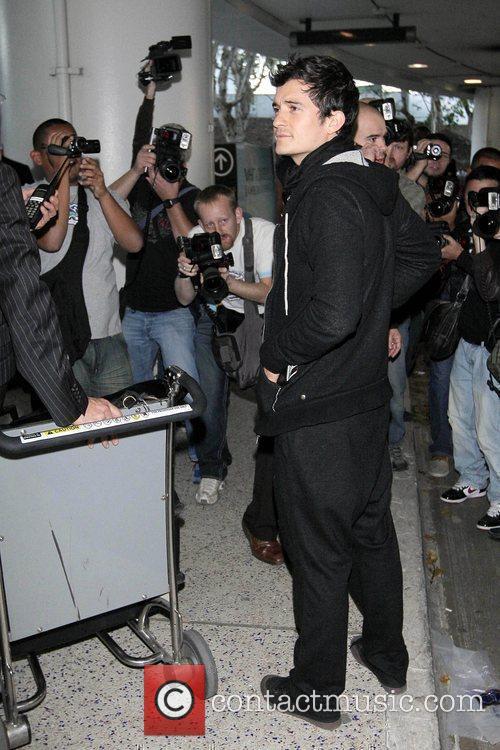 Orlando Bloom pushing a luggage trolley at LAX...
