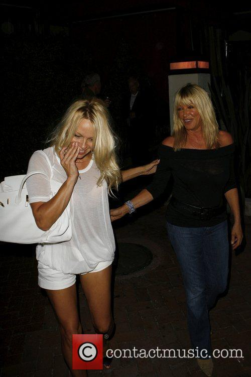 Pamela Anderson and Suzanne Somers 10