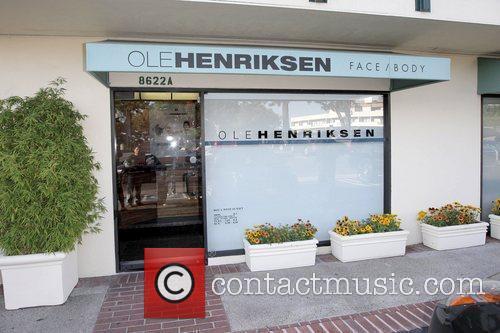 Atmosphere Paris Hilton arriving at Ole Henriksen -...