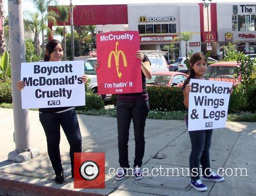 Protesters Stand Outside A Mcdonalds Restaurant In A Bid To Trigger A Change In The Way Chickens Are Slaughtered In The Us For Fast Food Chains 2