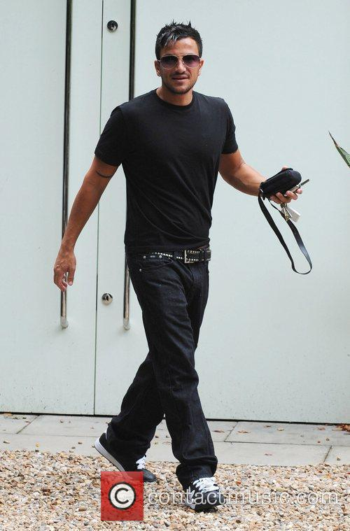 Peter Andre leaving his home to collect his...