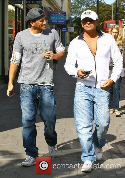 Peter Andre leaving Starbucks with his brother Mike...