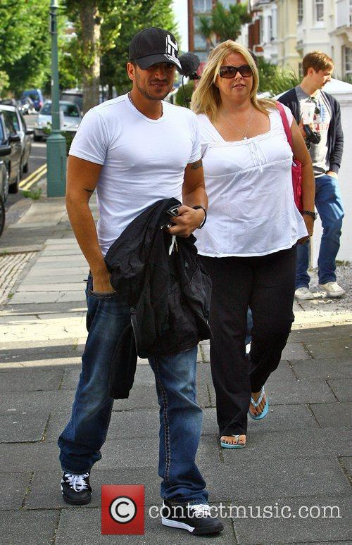 Peter Andre arrives at a house in London...