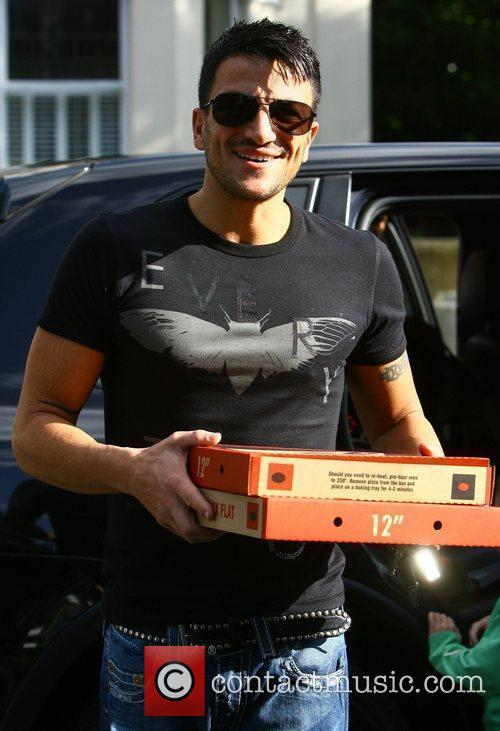Peter Andre taking pizza back for his brother...
