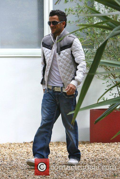 Peter Andre leaving home to head into London...
