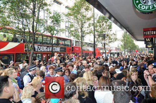 Crowds outside as Peter Andre launches his new...