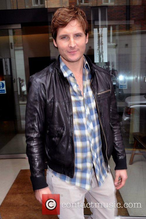 'Twilight' actor Peter Facinelli meets fans and signs...