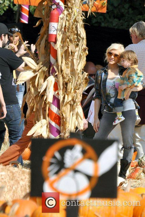 Jordan Bratman, Christina Aguilera and son Max visits...