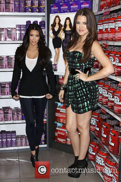 Khloe Kardashian and Kim Kardashian 6
