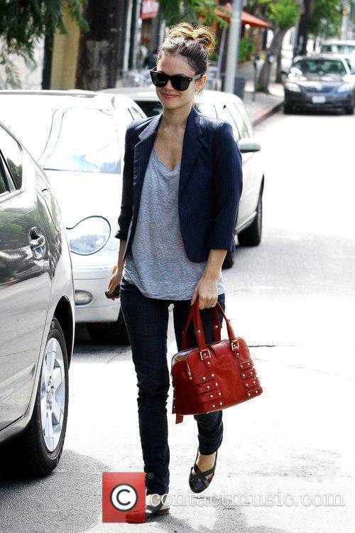 Rachel Bilson, Sporting Her Large Engagement Ring and Leaving A Restaurant After Having Breakfast With A Friend 11