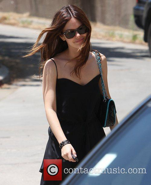 Rachel Bilson house hunting with friends in Los...
