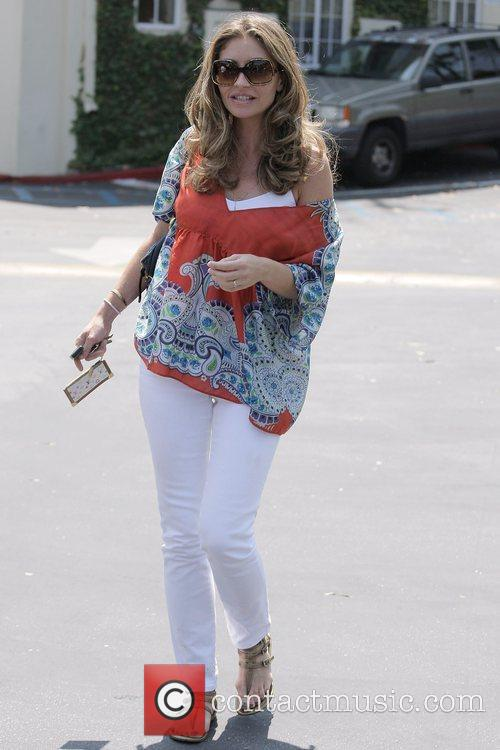 Rebecca Gayheart Leaving Cafe Med At Sunset Plaza After Having Lunch With Friends 10