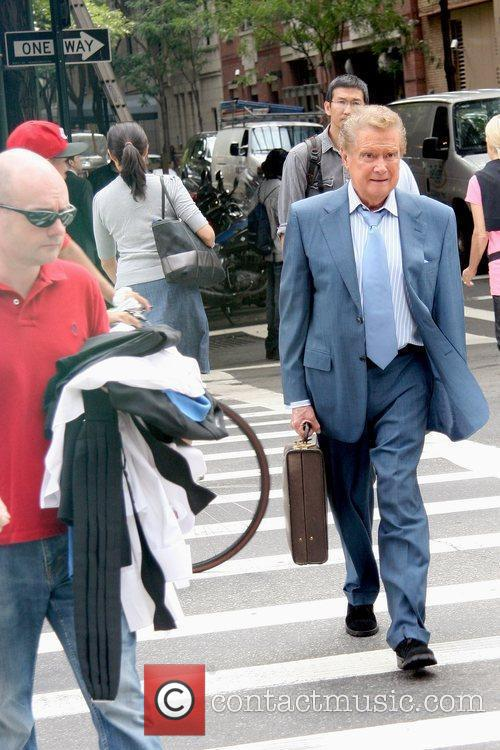 Talk show host out and about in Manhattan...