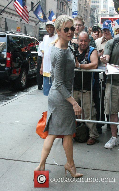 Renee Zellweger arrives for an appearance on 'Good...