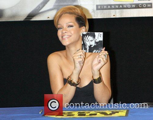 Rihanna and Def Jam 19