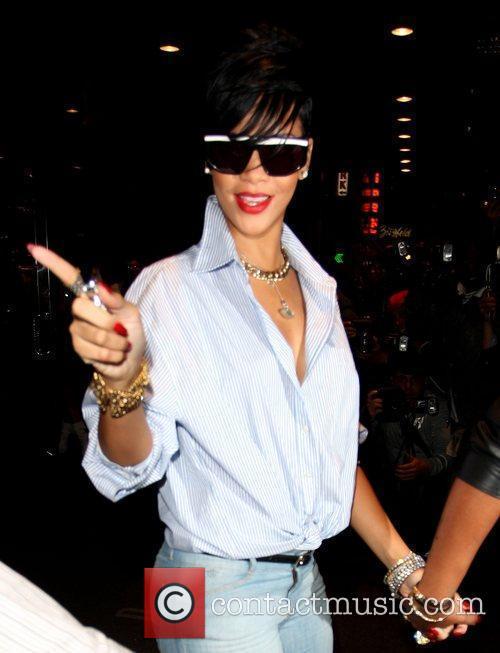 Rihanna leaving her Manhattan hotel while wearing sunglasses...