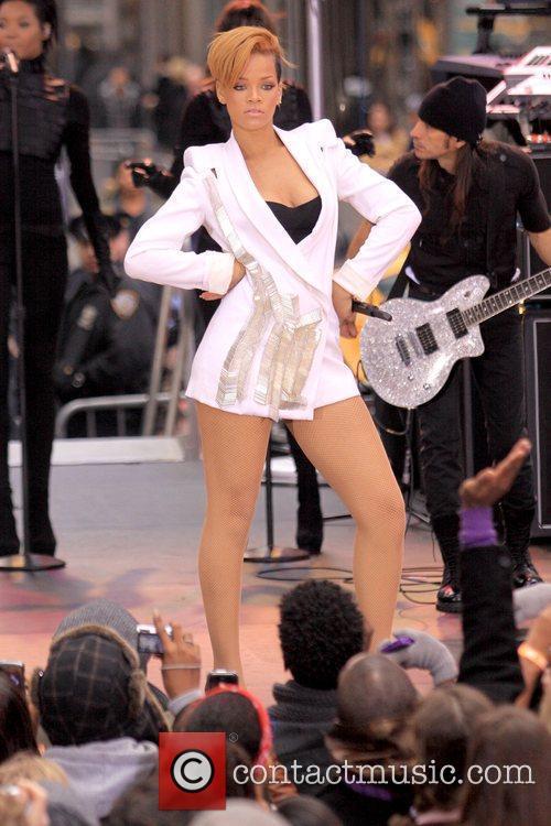 Rihanna 35