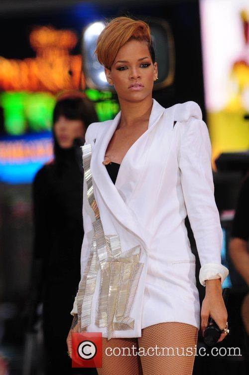 Rihanna 135
