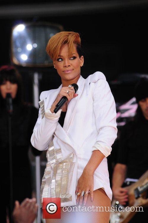 Rihanna 130