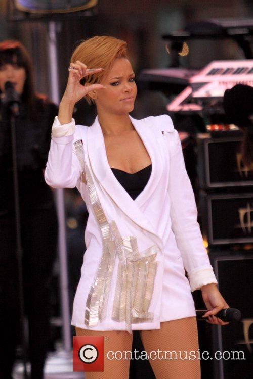 Rihanna 112