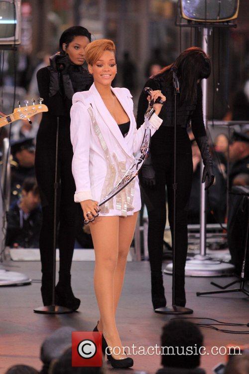 Rihanna 74